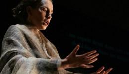 Judith Dialogos - KL priere (c) Corinne Silva bijgesneden